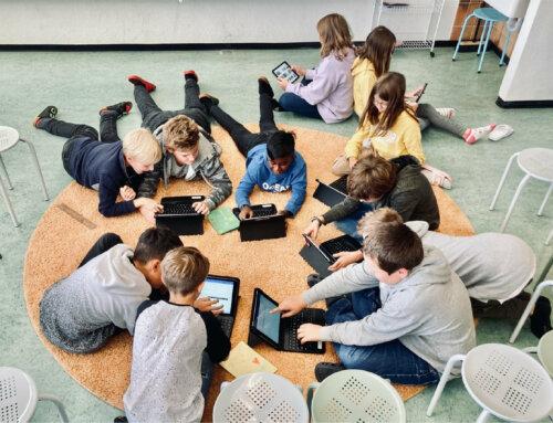 Die AlphaCom katapultiert die Schule Tamins in die digitale Zukunft
